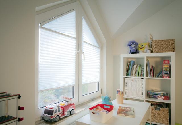 Białe plisy do pokoju dziecięcego