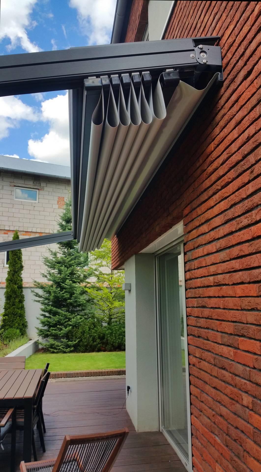 Zwiniety dach pergoli segmentowej
